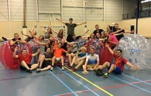 Bubbel voetbal groepsactiviteit, Leiden