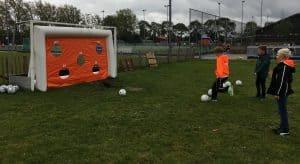 Opblaasbaar voetbaldoel, opening HCWV, Den Haag